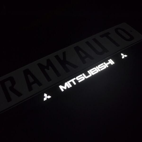 Рамка номера mitsubishi с подсветкой надписи