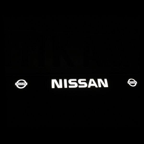 Рамка номера nissan с подсветкой надписи и лого